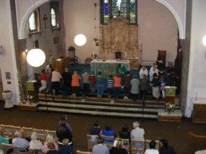 B2CS09 Communion w400