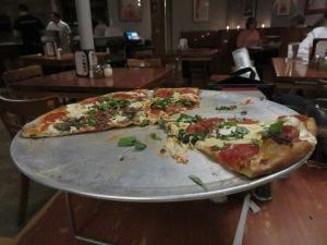 Mon pizza at John's