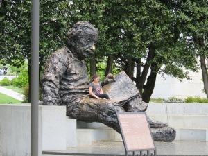 Sat Einstein (1)